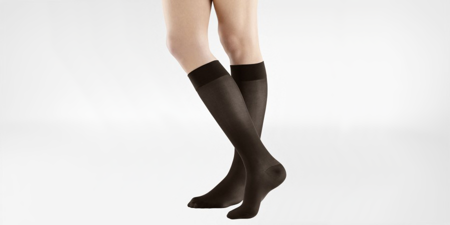 Compression socks are associated with 'getting old', but this is far from the truth. Here's why you should invest in compression socks for travelling.